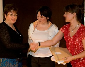 Cathryn Shilling receiving the award for glass from curators, Melanie Vandenbrouck-Przybylski and Amy Mechowski.