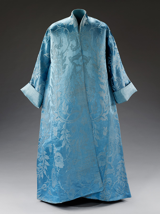 Banyan,  1690-1720, made in western Europe from fabric woven in China, silk  damask. Museum no. T.31-2012, © Victoria and Albert Museum, London