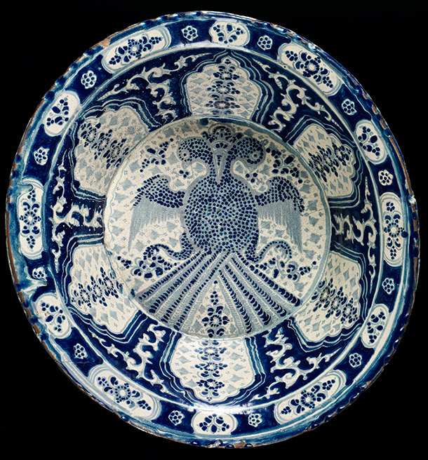 Basin, 1650-1700, Mexico  (Puebla), tin-glazed painted earthenware. Museum no. C.32-1931, ©  Victoria and Albert Museum, London