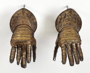 Lucio Piccinino (attr.), Pair of gauntlets, Italy, ca. 1585, V&A: M. 143&A-1921, © Victoria and Albert Museum, London