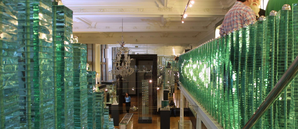 Glass galleries