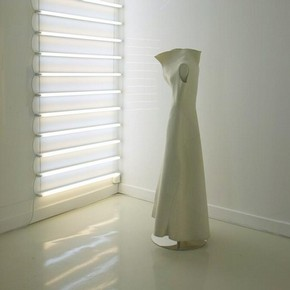 Sleeveless white felt dress with large collar, Yohji Yamamoto, Autumn/Winter 1996-7, Juste des Vêtements exhibition, Musée de la Mode et du Textile, Paris, 2005 © Courtesy of Gael Amzalag