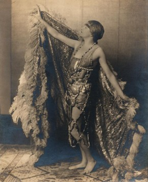Alice Delysia in C.B.Cochran's 'Mayfair and Montmartre', 1920-30. © Victoria and Albert Museum, London