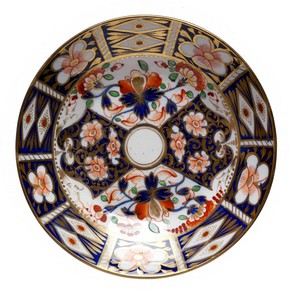 Saucer with imitation Imari design, Derby Porcelain factory, 1825-1848. Museum no. 3032-1901