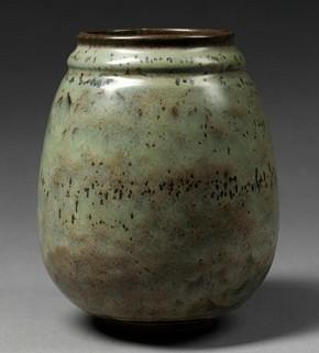 Figure 8 - Vase, Émile Decoeur, 1931. Museum no. Circ.183-1931