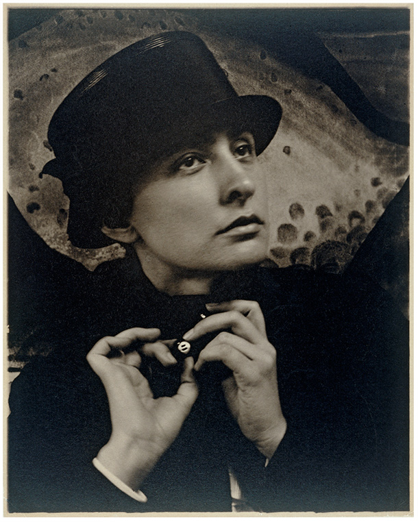 Georgia O'Keeffe, photography by Alfred Stieglitz, 1918, platinum print. Museum no. E.887-2003, © Victoria and Albert Museum, London. Gift of the Georgia O'Keeffe Foundation