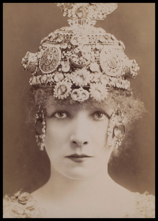 Sarah Bernhardt, Paris, 1890 © Victoria and Albert Museum