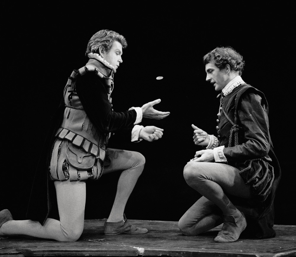 an introduction to rosencrantz and guildenstern What rosencrantz and guildenstern assume to be a letter of introduction actually asks  rosencrantz and guildenstern are dead.