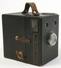Popular Brownie, Eastman Kodak Company, 1950-59. Museum no. B.12-2004