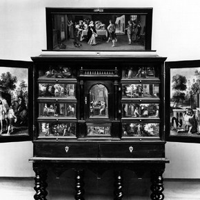 Figure 1. The complete cabinet, displayed with doors (W61-1923), 86cm high excluding the stand. Photography by V
