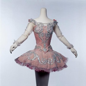 Costume for Princess Aurora in Act l of 'The Sleeping Beauty', designed by Oliver Messel, 1960. Museum no. S.301-2001
