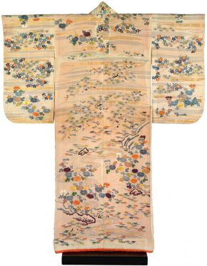 Kimono, Japan, 1780-1830, crepe silk with paste-resist decoration (chaya-zome), stencilled  imitation tie-dye (kata kanoko) and embroidery in silk and metallic  thread. Museum no. FE.12-1983, © Victoria and Albert Museum, London