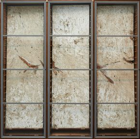 Clayboards in display cabinet, © Liam O'Connor