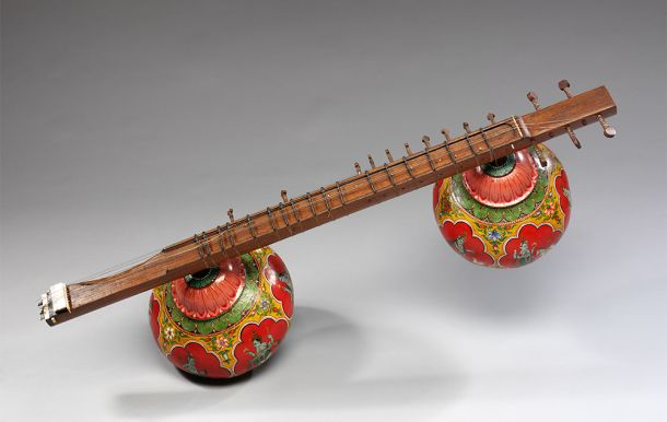 Bin-sitar, wood, gourd and wire strings, possibly Pune, India, 1850-1890. © Victoria and Albert Museum, London.