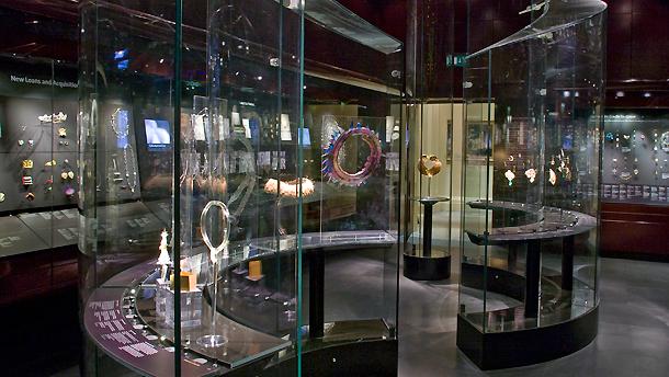 Rooms 91-93: Jewellery