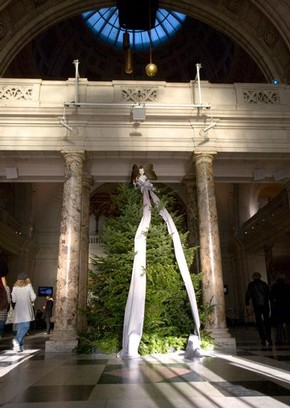 V&A Christmas Tree 2007, designed by Boudicca