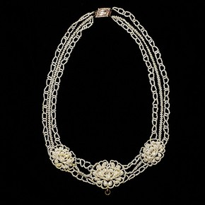 Necklace, England, about 1815. V&A Museum no. M.290-1976