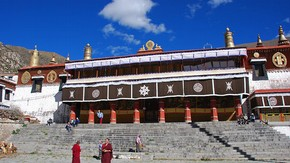 Monastery at Dreprung, Tibet. Photograph © Larry He