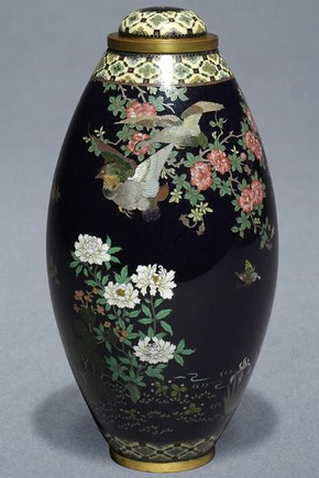 Lidded vase, Japan, c.1880-1890. Museum no. 266-1903