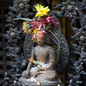 Buddha image, Mahabodhi Temple, Patan, Nepal. Photograph by Dey Alexander, 2005