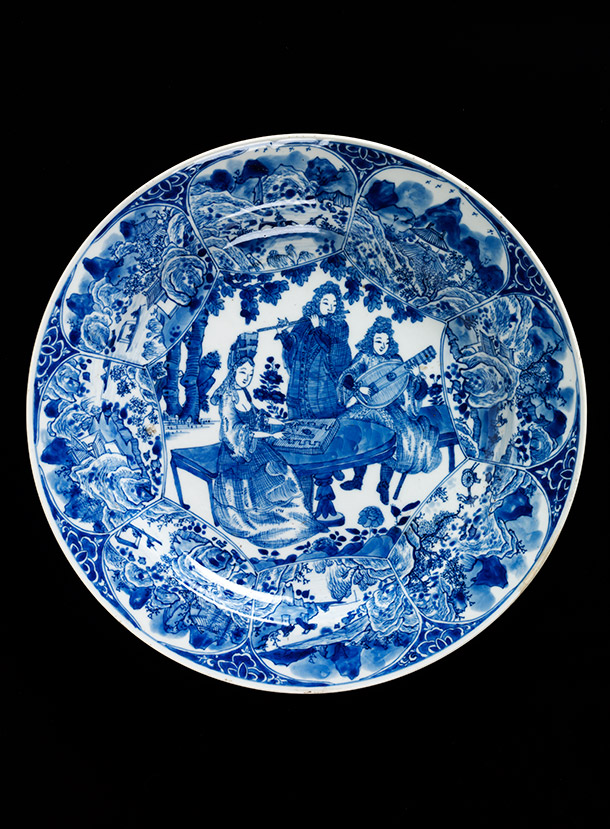 Dish with a musical party,  about 1700-10, China (Jingdezhen), porcelain painted in underglaze blue.  Museum no. C.38-1969, © Victoria and Albert Museum, London