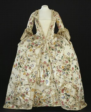 Robe and petticoat, unknown maker, 1760-1770. Museum no. T.115-1953