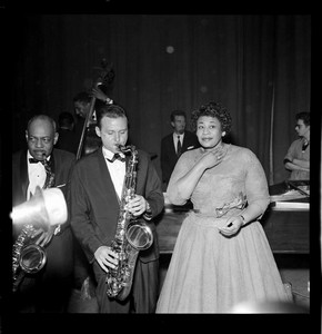 Ella Fitzgerald with backing musicians, photography by Harry Hammond, London Palladium, 1958, Museum no. S.11159-2009