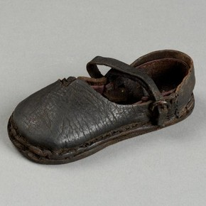 Shoe, tanned leather and metal (modern thread), 1450-1550 (made), sold to Harrods by Talbot Hughes, donated by Messrs Harrods Ltd.
