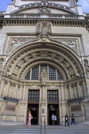 Detail of the V&A's Grand Entrance doorway on Cromwell Road. © Victoria and Albert Museum, London