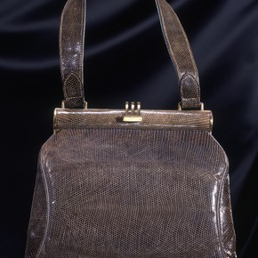 Handbag by Fassbender, 1945, Museum no. T.43-1989