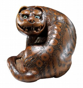Netsuke in the shape of a tiger, late 18th - early 19th century. Museum no. 2006AL0431