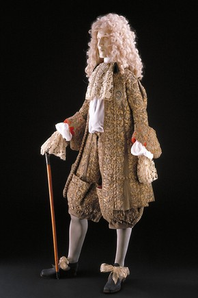 Figure 1. The wedding suit made for King James II (front). Photography by V