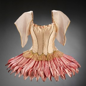 Theatre costume, Barbara Karinska, 1966. Museum no. S.387-1985
