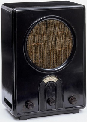 'Volksempfänger radio VE 301 W', Walter Maria Kersting (1889–1970), Germany, 1933, bakelite case and linen speaker cover. Museum no. W.7–2005