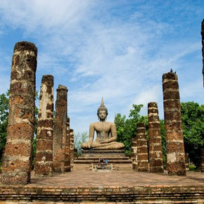 Wat Mahathat, Sukhothai, Thailand. Photograph by Glenn Sundeen, 2008