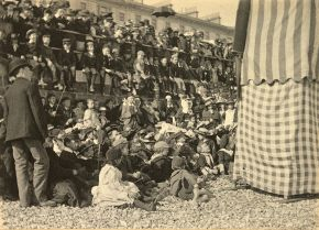 A Punch and Judy show at Ilfracombe, photograph by Martin Paul, 1894. Museum no. 1886 - 1980. © Victoria and Albert Museum
