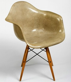Figure 2 - Armchair, Charles Eames, 1950. Museum no. W.15-2007