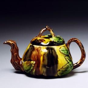 Teapot, Thomas Whieldon, Staffordshire, England. Museum no. C.47-1938