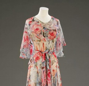Afternoon tea dress by Madeleine Vionnet. Museum no. T.381-2009