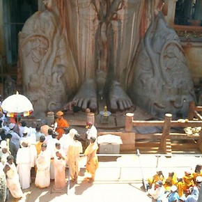 Pilgrims at the feet of Bahubali, photograph, Raju Shah, Karnataka, 2006
