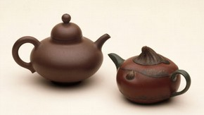 Teapots, 1650-1660 and 1984. Museum nos. C.871-1936, FE.31-1984