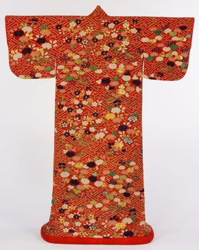 Kimono, Japan, 1800-1850, silk crepe (chirimen) with tie-dyeing (shibori), paste-resist dyeing (yuzen)  and embroidery. Museum no. T.109-1954, © Victoria and Albert Museum, London