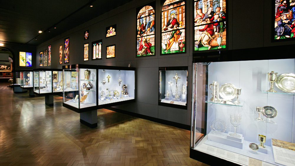 Galleries >> Refurbishment Of The Silver Galleries 2002 Victoria And Albert Museum