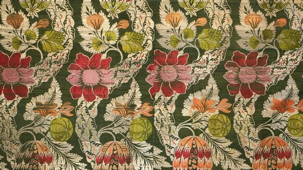 Dress fabric, England, about 1733. Museum no. T.837-1974