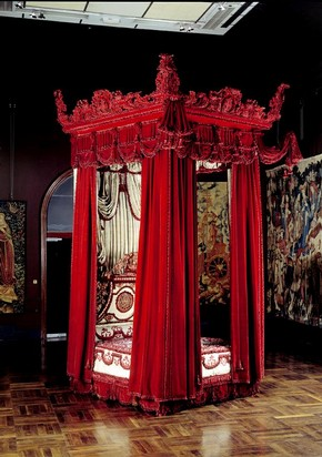 The Melville Bed, Daniel Marot, 1700. Museum no. W.35:1 to 61-1949 (click image for larger version)