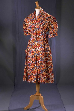 Evening dress, Edward Molyneux, 1939. Museum no. T.320-1974