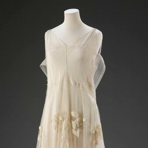 Cream tulle ball gown by Madeleine Vionnet. Museum no. T.380-2009