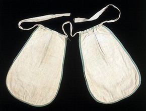Pair of pockets (reverse), Britain, 1700-25. Museum no. T.281-1910