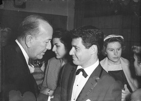 Noël Coward and Eddie Fisher, photography by Harry Hammond, 1954. Museum no. S.7462-2009