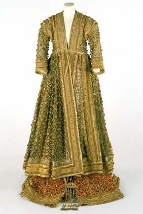 The Queen of Oudh's costume, Mid 19th century. Museum no.0645-IS, Room 41, South Asia